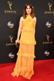 hbz-the-list-emmys-2016-mandy-moore